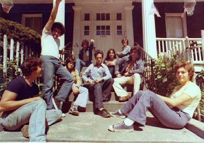 Cool Pics Show Young Men in Bell-Bottoms in the 1970s