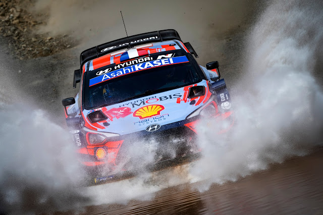Hyundai World Rally Car Splashing through a ford water splash