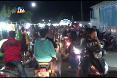 Ratusan Warga Berdesak Desakan Di Pasar Malam