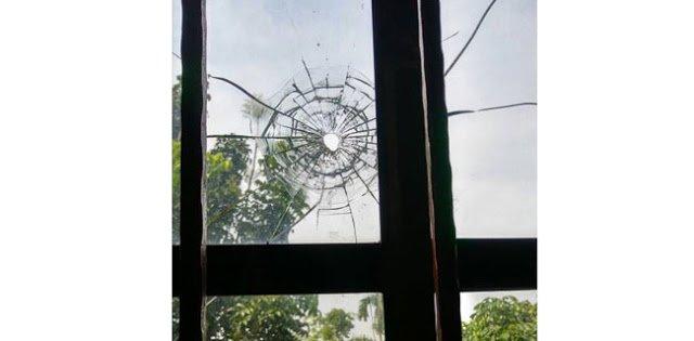 Inilah Foto Jendela Rumah Ketua Fraksi PKS Yang Ditembak Teroris