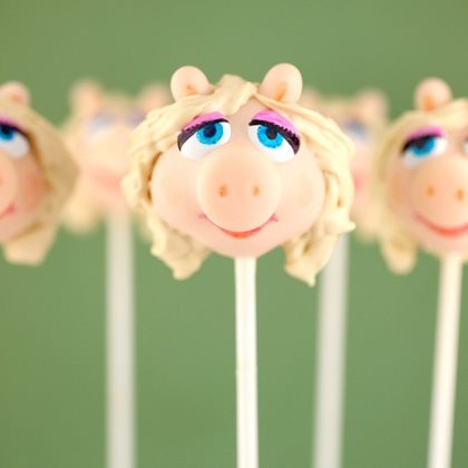 Miss Piggy Cake Pops