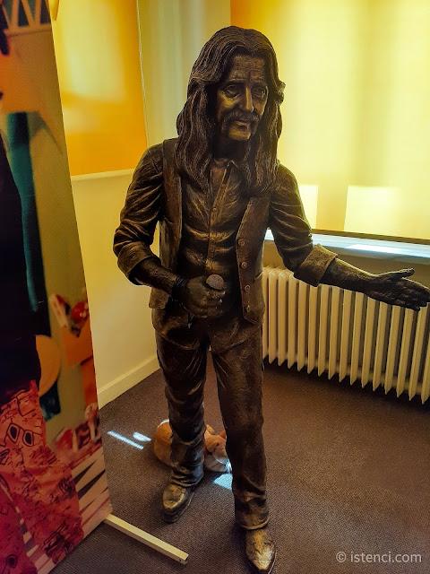 Barış Manço 81300 Müzesinde sergilenen Barış Manço heykeli...