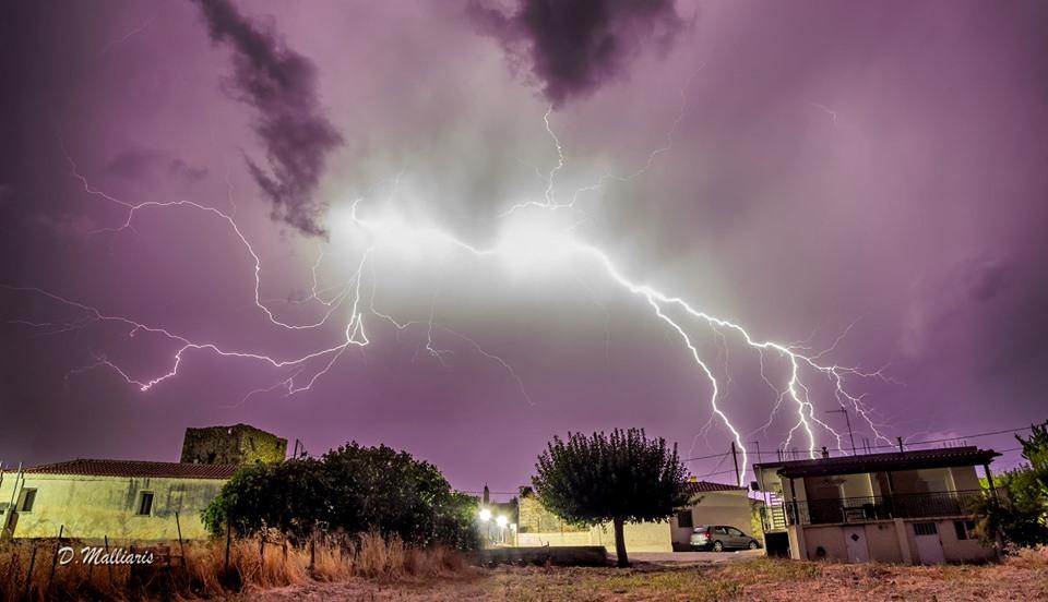 OMG Δείτε τι απίστευτο έκανε ένας κεραυνός σε χωριό στην Εύβοια