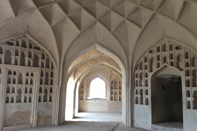 acoustics - a secret of golconda fort