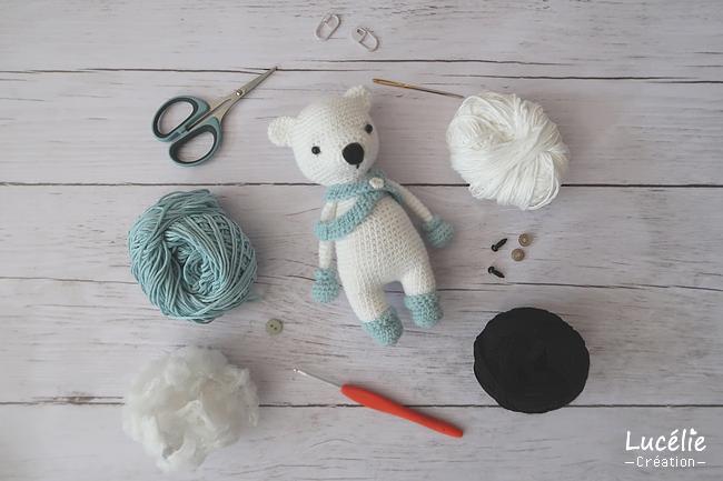 Matériel nécessaire pour confection petit ours polaire au crochet
