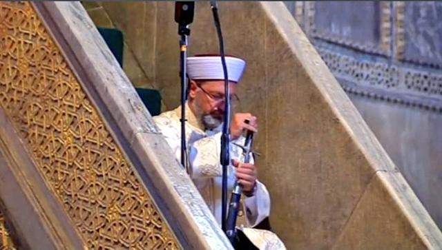 Lestarikan Tradisi Utsmaniyah, Khatib Masjid Agung Hagia Sophia Baca Khotbah Sambil Pegang Pedang
