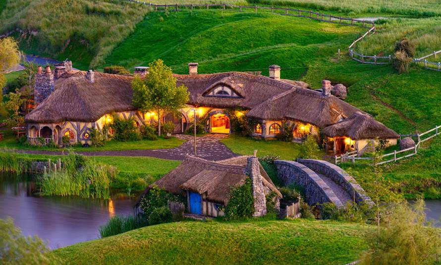 hobbiton tours lord of the rings movie set new zealand