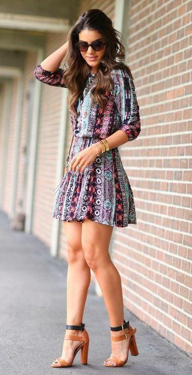 trendy summer outfit / printed little dress + heels