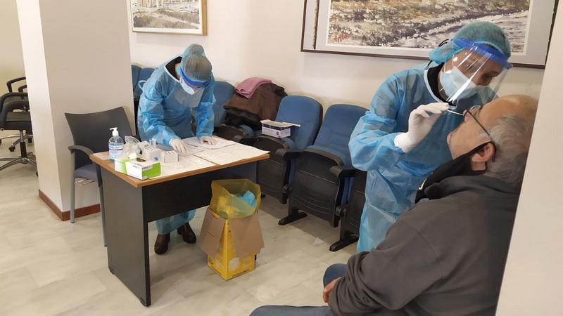 Τεστ ανίχνευσης κορωνοϊού από κλιμάκιο του ΕΟΔΥ στους υπαλλήλους του Δήμου Αλεξανδρούπολης