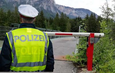 3,مهربين,في,قبضة,الشرطة,النمساوية
