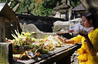 Mantra Saiban (ngejot) Dalam Agama Hindu
