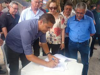 Marcus Diogo e Léa Toscano assinam ordem de serviço para construção de ponte em Guarabira