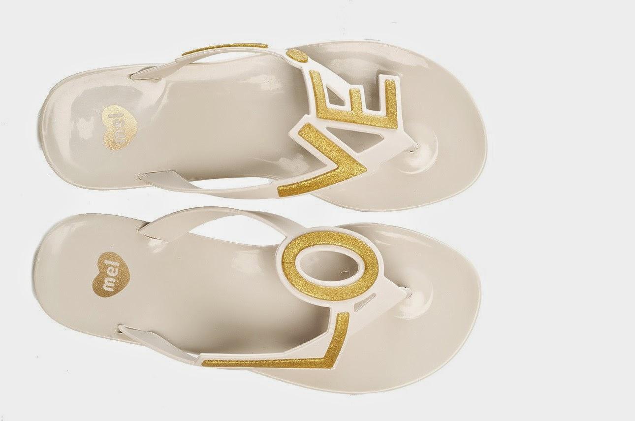 4f4da71b311 Nyní si brousím zuby na Mel Love City! Každá bota je jiná a dohromady tvoří  nápis LOVE.