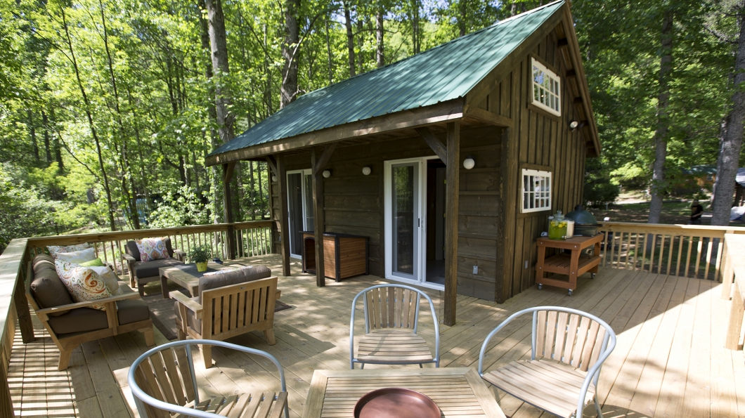 River Escape 336 Sq Ft The Homes Of Tiny House Nation