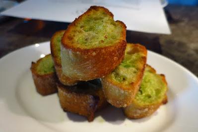665°F, garlic bread