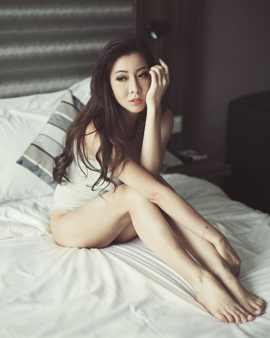 Melody Low artis cantik pamer tubuh indah