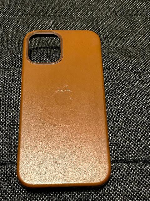 iPhone12 純正 レザーケース
