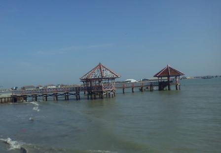 Gambar keindahan wisata pantai Dampo Awang Beach