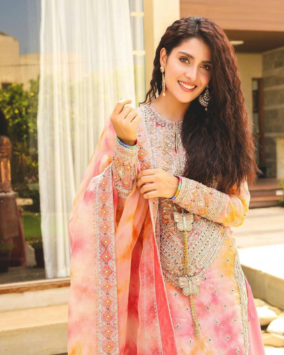 Ayeza Khan Beautiful Dressing on 2nd Day of Eid