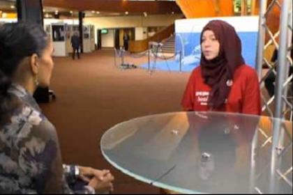 Jawaban Mualaf Inggris Soal Hijab ini Bikin Bungkam Wartawati Indonesia