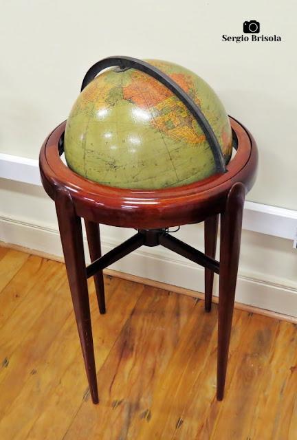 Close-up de um antigo globo exposto na Casa Caetano de Campos - República - São Paulo