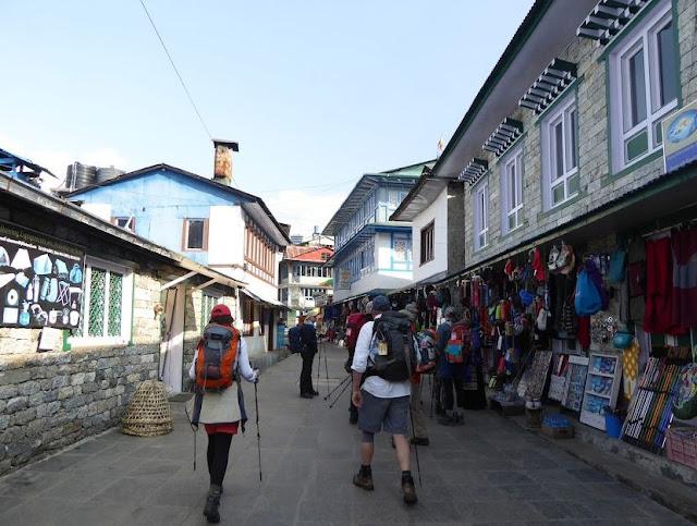 la via principale di Lukla
