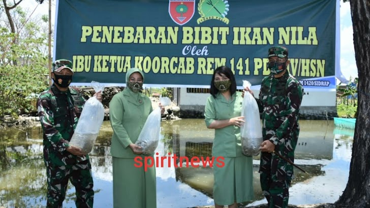 Danrem Djashar Bersama Ketua Persit KCK Koorcab Rem Tanam Pohon Kelengkeng di Sidrap