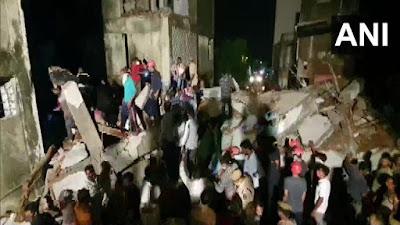 'तीन मजली इमारत कोसळली'