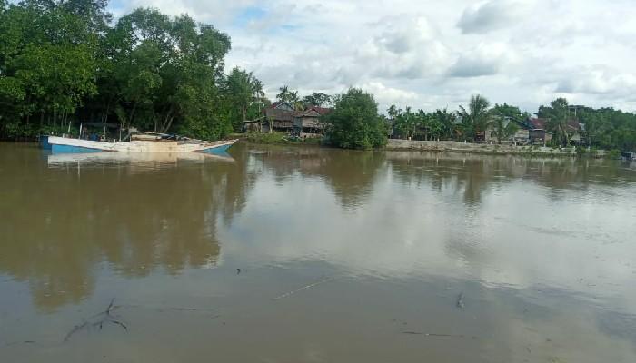 FOTO : Penambang Pasir Beroperasi di Sungai Tui