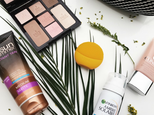 Minimal Beauty and Make-Up Travel Essentials