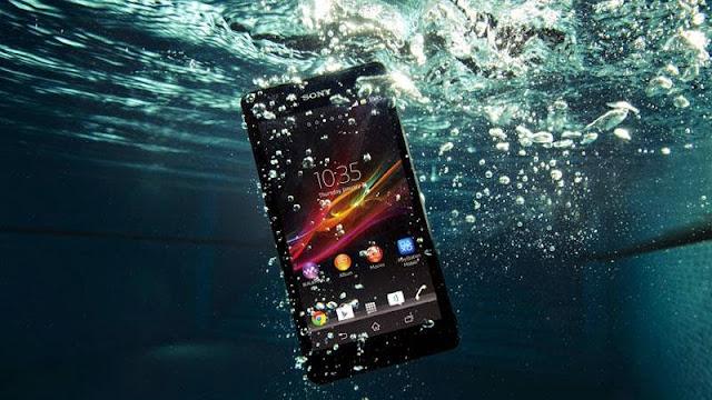 Tindakan Keliru Pada Smartphone yang Tercebur Ke Air