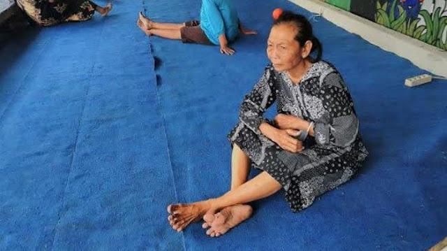 Miris, Begal Sikat Habis Rempeyek Dagangan Nenek di Kediri, Uang Rp 15 Ribu Juga Dirampas