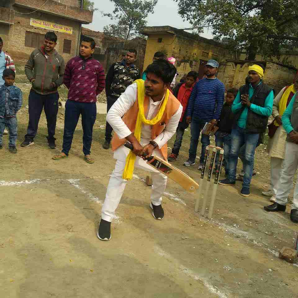 Siddharth%2BRajbhar%2Bcricket सिद्धार्थ राजभर ने खालीसपुर में आयोजित क्रिकेट टूर्नामेंट का उद्घाटन किया।