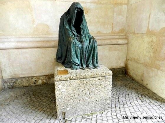 Figura encapuchada, Plaza de Kapitel, Kapitelplatz, Salzburgo, Austria
