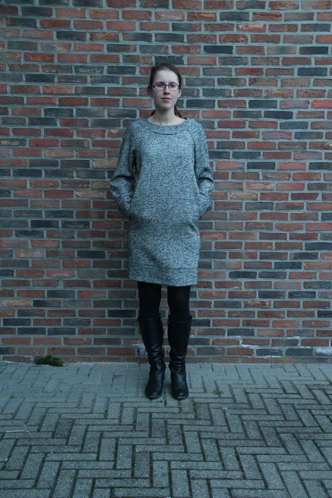 Nathalie sews bea dress in black and white wool - La maison de bea ...