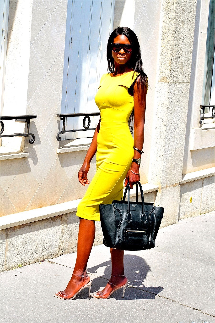 inspiration-look-travail-chic-working-girl-sac-celine-mini-luggage-robe-moulante