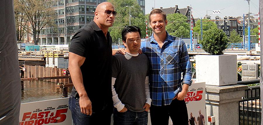 Dwayne Johnson, regizorul Justin Lin şi regretatul Paul Walker la lansarea filmului Fast And Furious 5