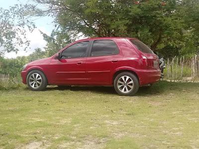 Homem tem carro do amigo roubado quando saía de casa em Alagoinhas
