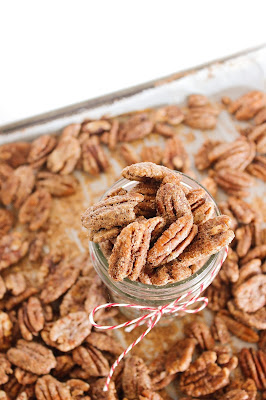 Reduced sugar homemade cinnamon sugar pecans! Delicious, sweet and crunchy, they are the perfect snack or topper for salads, cakes, and cookies.