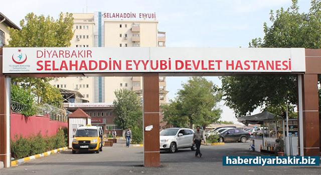 DİYARBAKIR-Diyarbakır'ın Yenişehir ilçesinde iki grup arasında sokakta çıkan silahlı kavgada 1'i ağır 3 kişi yaralandı.