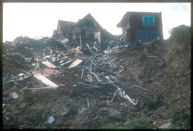 The damaged Holbeck Hall Hotel and landslide 1993.  P509049.  BGS copyright NERC.