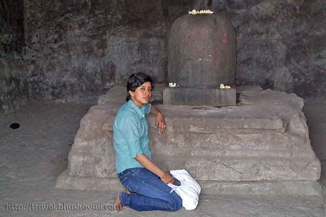 Caves of elephanta sculptures Shivalingam