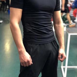 slike-misicavih-obucenih-muskih-grudi-bicepsa