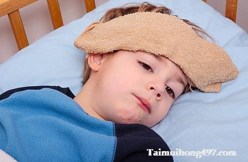 Các chú ý nếu thấy bé bị viêm họng sốt cao