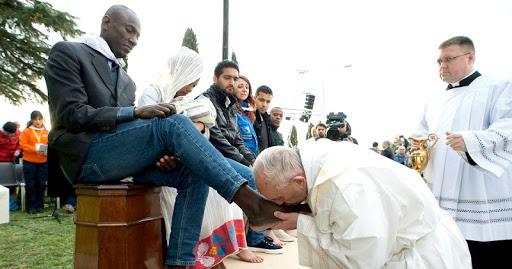 Makna Kamis Putih Bagi Umat Katolik: Mengenang Teladan Pelayanan Yesus
