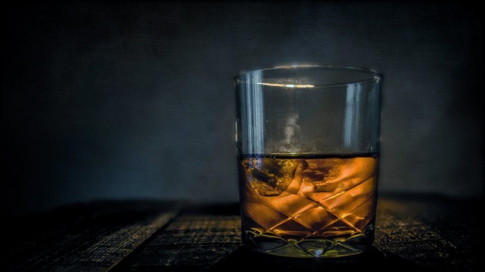 Υπουργείο υγείας: Μετά τον αντικαπνιστικό βάζει στο «στόχαστρο» το αλκοόλ