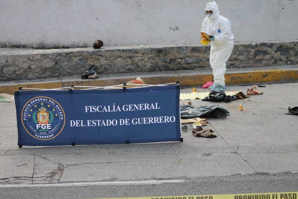 Imagenes del terror en Taxco, descuartizan a hombre y le dejan narcomensaje