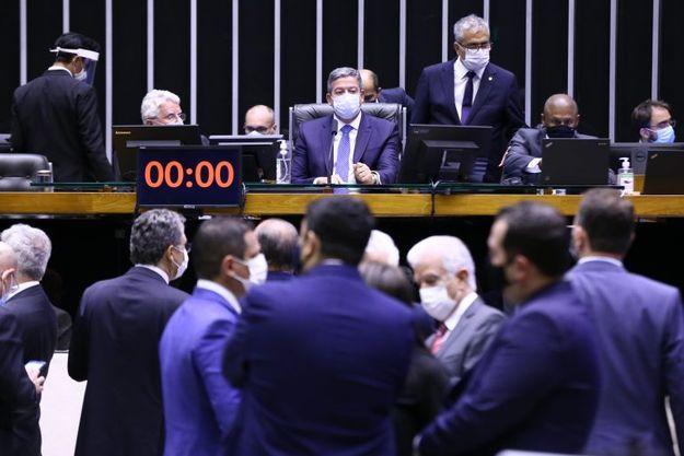 Veja quais deputados federais do Paraná votaram contra e a favor do voto impresso e auditável