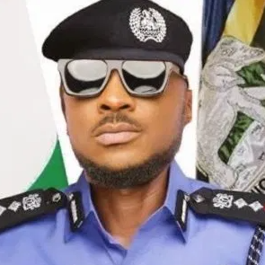 Nigerians praise Peruzzi after he reportedly chased away armed robbers on 3rd Mainland Bridge, Lagos state (Watch)