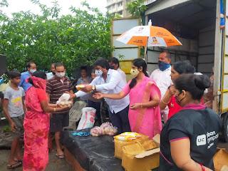 #JaunpurLive : दहिसर में पानी में डूबे 72 घरों तक भाजपाइयों ने पहुंचाया अनाज